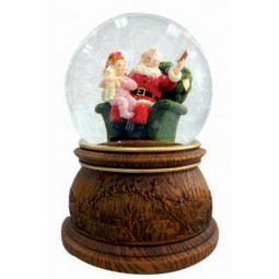 Snow globe as Santa reader