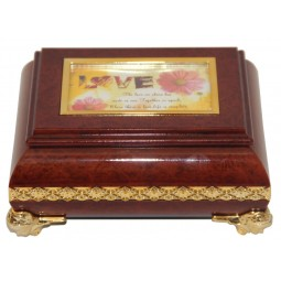 Rectangular jewelry box in wood design
